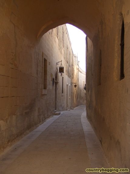 Streets of Mdina - www.countrybagging.com