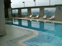 Pool on the 28th floor - countrybagging.com
