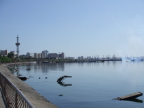 Baku Waterfront - www.countrybagging.com