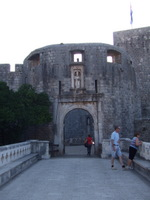 Dubrovnik city gate - www.countrybagging.com