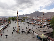 Jokhang Square - www.countrybagging.com