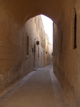 The Streets of Mdina - www.countrybagging.com