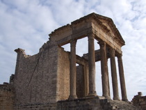 Roman ruins at Dougga - www.countrybagging.com