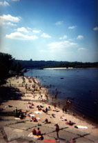 River 'beach', Kiev - www.countrybagging.com