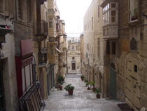 Streets of Valletta - www.countrybagging.com